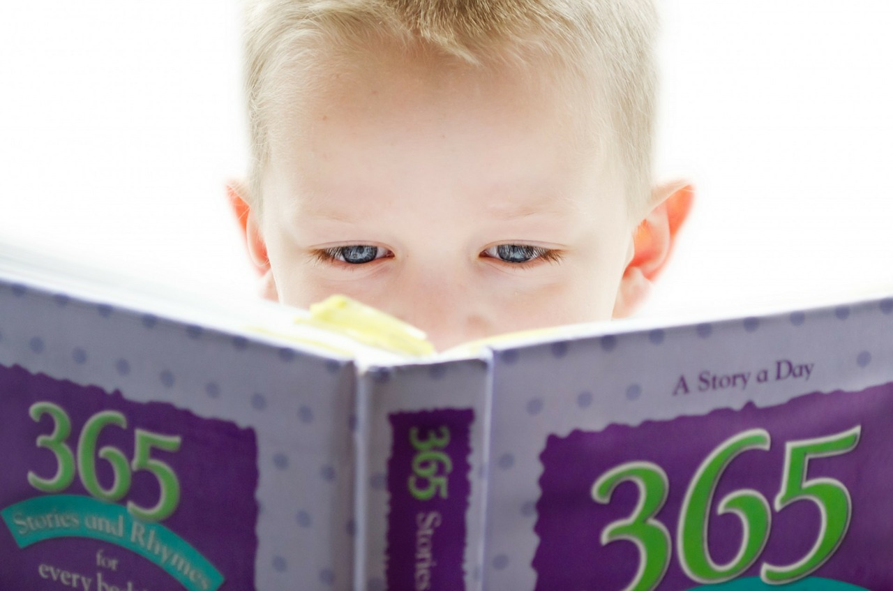 Reading books your child-below 3 years old